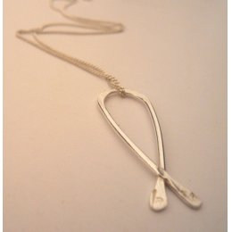 La Jewellery Recycled Silver Petit Kiss me Kate Necklace